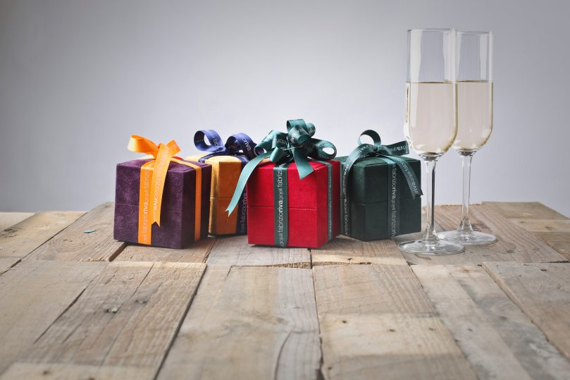 boxes-celebration-champagne-glasses-1050465